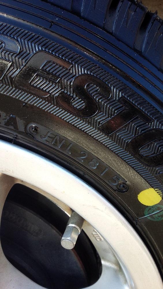 スタッドレスタイヤの製造年月